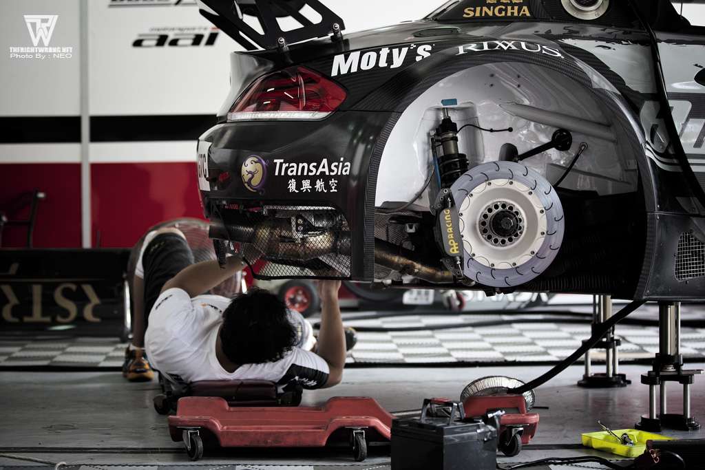 Team AAI crew executing some last preparation before the start of the race