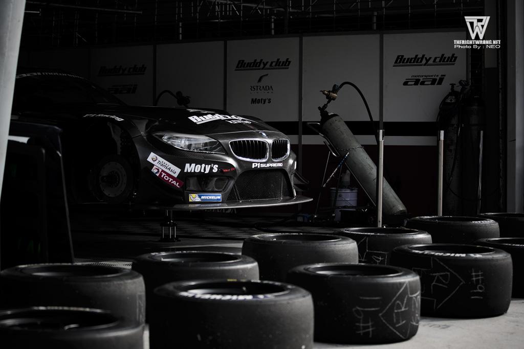 Team AAI Z4 - Tyre preparation